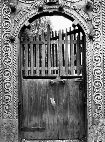 Old, wooden gate in Transilvania with Hungarian motifs Gate Old Gate Black And White Gateway Hungarian Hungarian Motif Rural Scene Transilvania Wooden Gate Woodwork