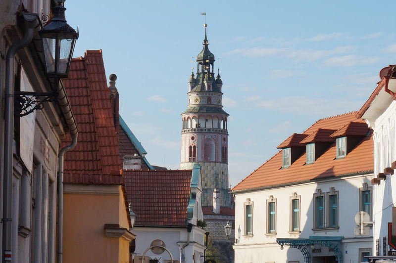 Low angle view of cesky krumlov castle and houses against sky