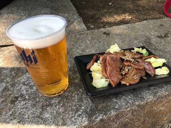 ビールと豚タン