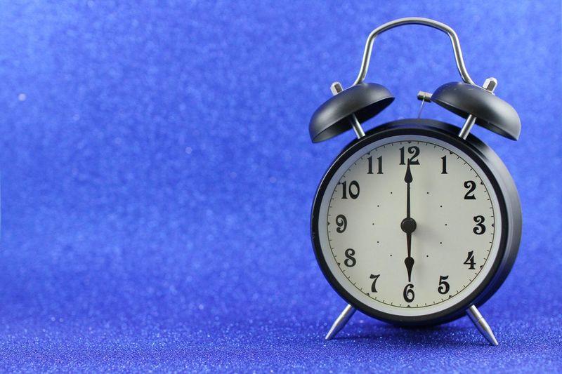 6 o'clock Clock