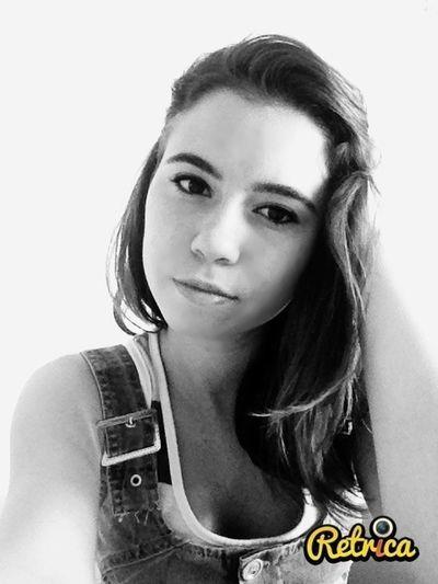 Instagram Black & White Masum Bir Gülümseme Follow Me