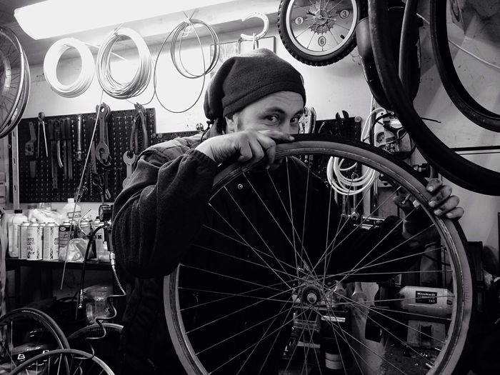 IL Biciclettaio 🚵 the Bycicle Repairman 📷 Sofiavicchi Sofiavicchiconceptdesign Twowheels Twowheelsmovethesoul 2Wheels Bycicles Romagna Portrait Portrait Of A Friend Working Manatwork