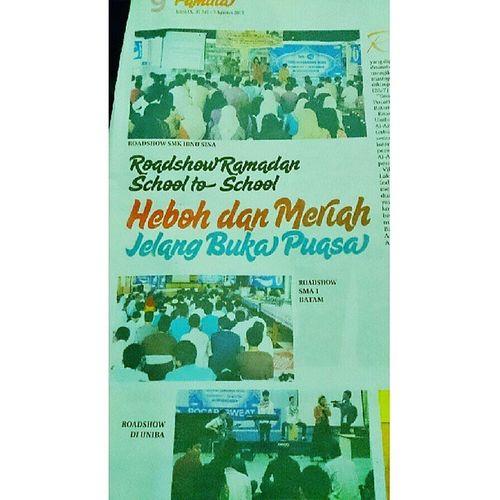 Alhamdulillah roadshow pocari kelar!!! *News paper from : Expresi Batam Pos Roadshow Pocari Pocarigoestoschool Vihuela batampos ramadhan music instamusic pocariID band accoustic newspaper instagood