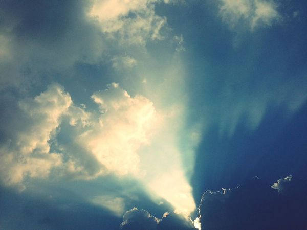 เมฆพ่นแสง