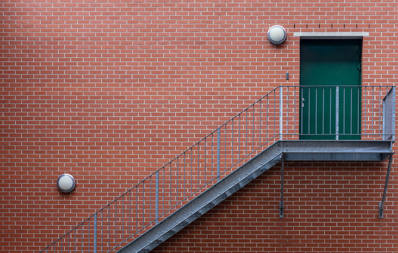 Steps And Staircases Stairway Staircase Door Lamp Mountain Minimalism Minimalistic Business Finance And Industry Copy Space Symmetry Round Red Architecture Built Structure Building Exterior Wall - Building Feature No People Wall Day Brick Brick Wall Sport Ball Orange Color Outdoors Building Pattern White Color Backgrounds Brown Krull&Krull Minimalistic