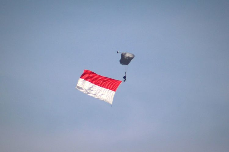 Low angle view of kite flying against clear sky