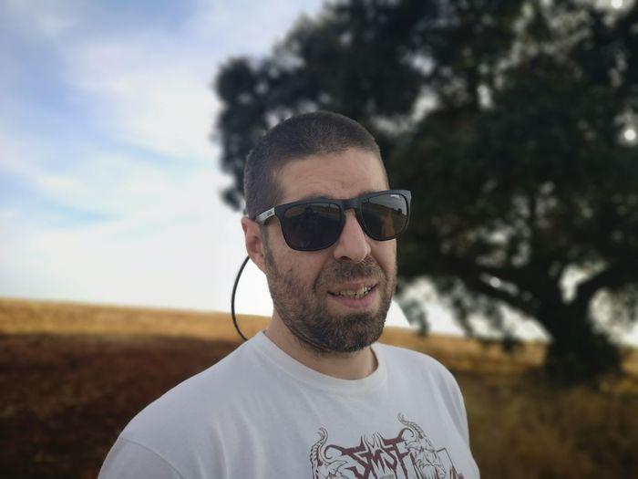 Portrait of man wearing sunglasses against sky