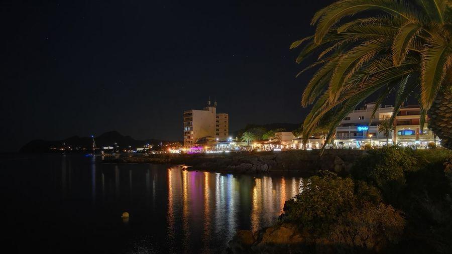 Erinnerungen an einen schönen Urlaub mit meiner Tochter. Holiday Urlaub Mallorca Cala Ratjada City Urban Skyline Skyscraper Tree Modern Light Painting