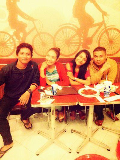 Hanging Out Reuni SMA KFC Good Time