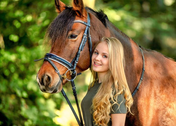 My girl and our horse in the forest during a walk in a fall ; Starting her model career ! Model Positive Emotion Lifestyles Beautiful Woman Outdoors Leisure Activity Animal Wildlife Cheerful Emotion Women Portrait Happiness EyeEm Selects Horse Riding Horse Photography  Horses Animal Themes EyeEm Best Shots EyeEm Nature Lover EyeEmNewHere EyeEmBestPics Eyemphotography Eye4photography  EyeEm Gallery Eyeem Market Photography Herbststimmung Advertising Photography Photooftheday A New Beginning This Is Natural Beauty