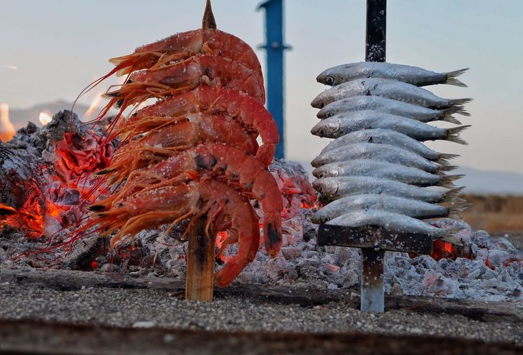Seafood skewers by fire