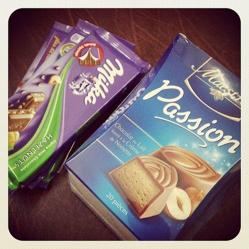 Milks Hazelnuts Oro Caramel Maestro  Passion Sa7a Liya Not5ol Lil Bureau Nal9a Chocolat Fou9 El Bureau Ye Jme3a Rani Mrijmaaaa Sa7a Likoum