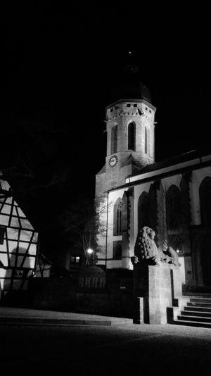 St. Georgs-Kirche bei Nacht