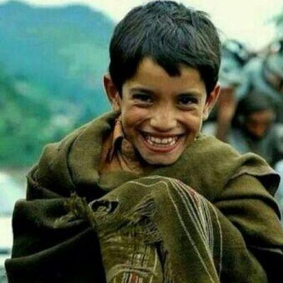 . . . . . إبتسم للصبح لو قست الظروف من سحاب الكون ماضاقت سما كم كفيف قلبه المبصر يشوف وكم بصير قلبه الميت عمى ... الى_احدهم ...♡ . . . . . .