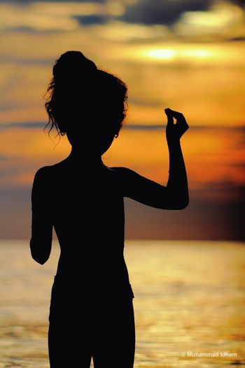 [ The Silhouette of The Little Girl ] Canon EOS 550D with CZ Jena Triotar T* 4/135 Sunset Nature_collection Eye4photography  Landscape_Collection