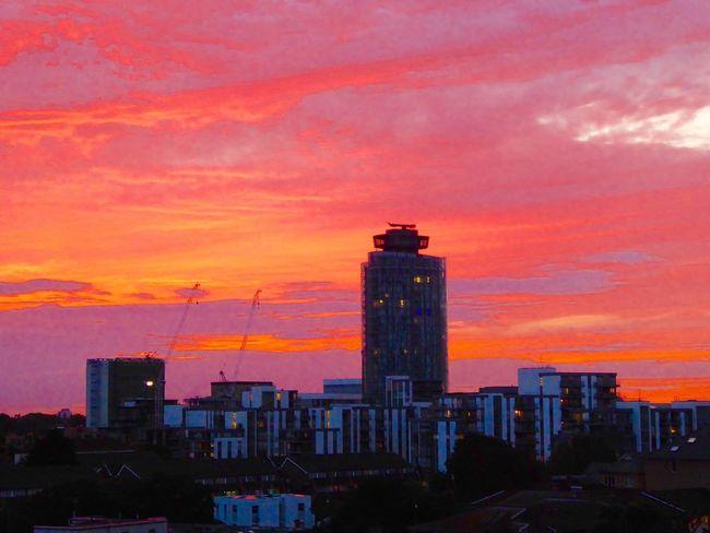 Sunset Sunset_collection Brentford Pink Pinksunset Orange Orange Sunset Sky Sky And Clouds Redsunset Red Sunset Pink Sunset Amazing Sunset Perfect Sunset Urban Sunset Perfect Nature Perfect Scenery Beautiful Sunset Stunning Stunning Sunset