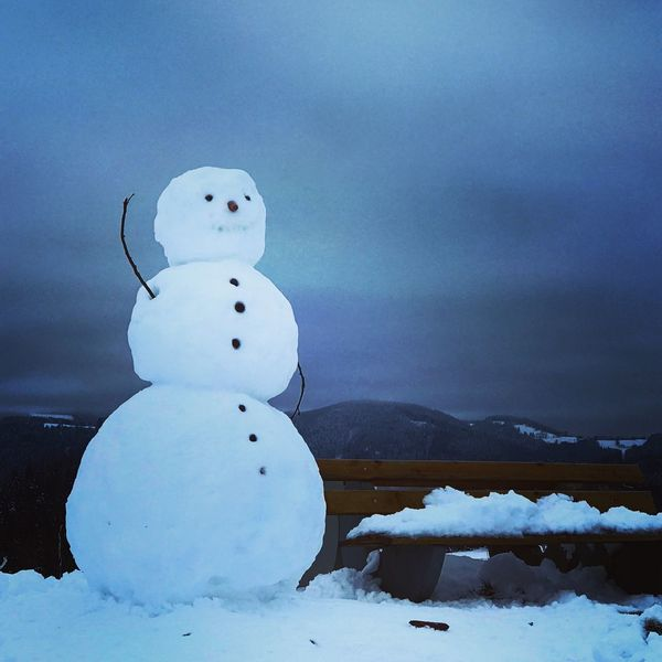 ❄️❄️ Hello !❄️❄️ Snow Cold Temperature Winter Weather Snowman Mountain Nature No People Beauty In Nature