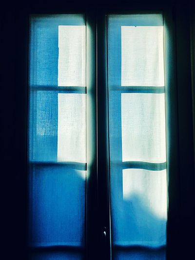 EyeEmNewHere 窓 окно Janela Fenster Fenêtre Ventana Finestre Finestra Window Light Windowlight Windows Light Windows Window Sun Light Through Window Glass - Material Indoors  Window Blue Architecture No People Day Closed Sunlight Window Frame Door Close-up Entrance EyeEmNewHere Capture Tomorrow