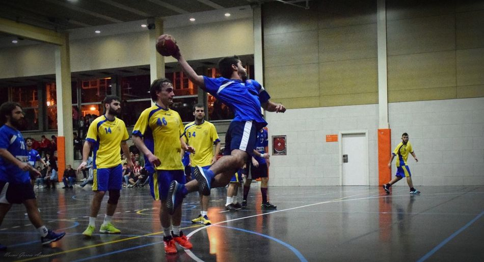 Women Fotography EyeEm Selects Fotografie Handball Handball Is My Life Sports Uniform People Full Length Basketball - Sport Sports Team Athlete Adults Only Sports Clothing Only Men Competitive Sport Men Sportsman Sport Competition Young Adult Day Adult Indoors
