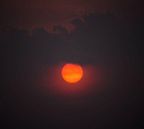 Sunset Sky Sunset Sun Orange My_back_yard Darkclouds Canonasia Canongallery 700D T5i Instapic Instalikes Lightroom5