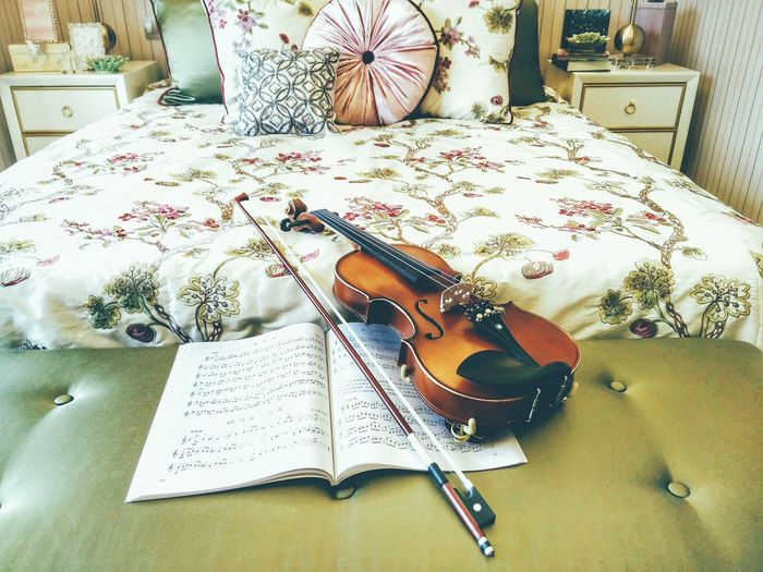 Hi! Taking Photos Home Is Where The Art Is Violin My Room My Home Bedroom Bedroom View  My Bedroom EyeEm Gallery Enjoying Life EyeEm Best Shots Interior Interior Views Interior Photography Colour Of Life Interior Style