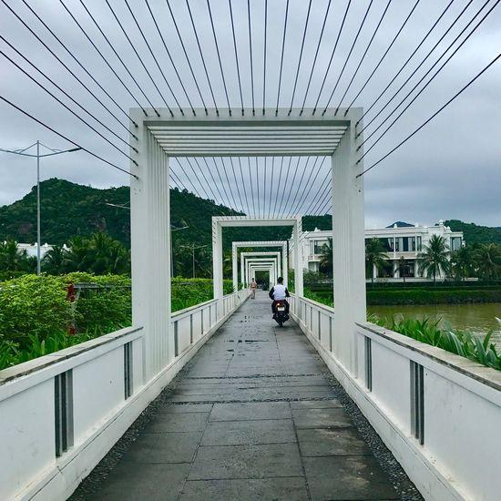 Walking cross a bridge. Bridge Bridge - Man Made Structure Lines Square Symmetry . Built Structure Architecture Lieblingsteil