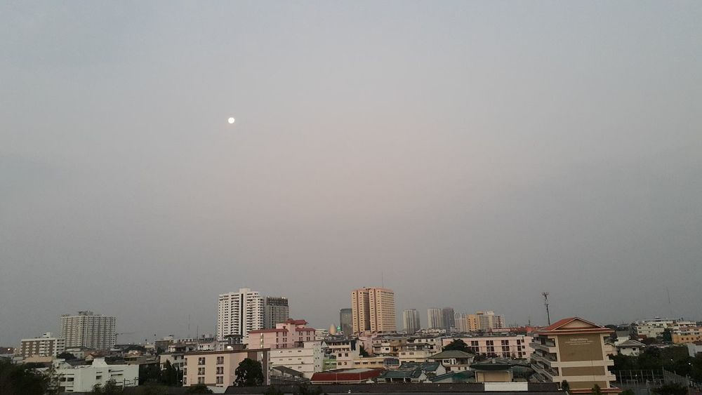 Good morning Moon Moon Set Morning Sky Moon Shots Bangkok City Cityscapes Urban Landscape Urban Sky Urban Moods Urban Moon Good Morning Moon