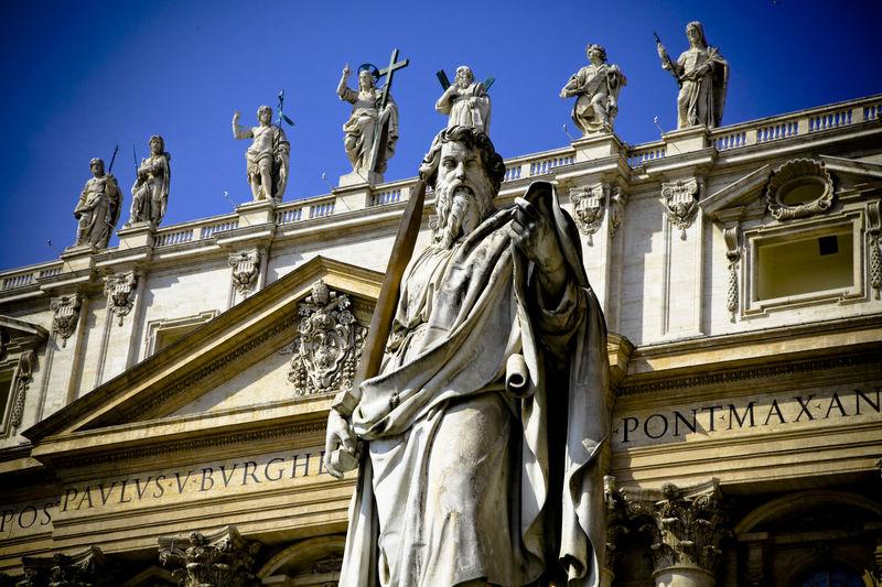 St. Peter Vatican VaticanCity Vaticano Vatican 🇻🇦 Stpeter Architecture Statue Travel Destinations Sculpture Low Angle View Building Exterior Built Structure Clear Sky City