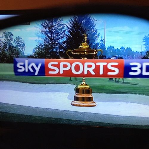 RyderCup2012 on @skysports3D Golf Come a long way from black and white haven't we. USA ?? v Europe ???????????? through the eyes or specs of the 3D glasses