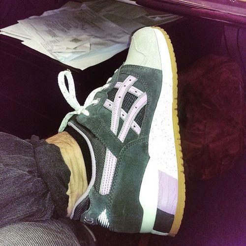 "Im in luv with my Asics gel lyte 3 😍 ""Fullbloom"" Darkgrey Sheerlilac Asiscsgellyte3 Sneakershat izyaboi sneakers"