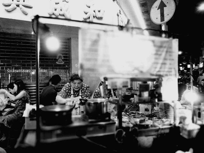 Street hawkers Bangkok Thailand Sawadikap Street Market In Thailand Chinatown Bangkok Yaowarat Chinatown Huawei P9 Leica Travel Destinations Yolo Local Delicacies Streetphotography Streetphoto_bw
