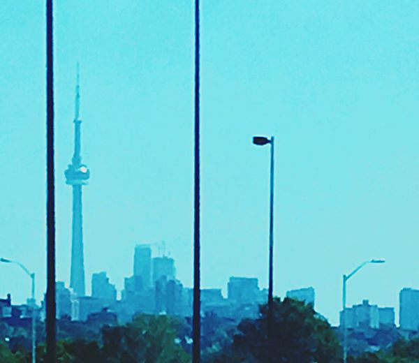 The CN tower in tronto on the go train