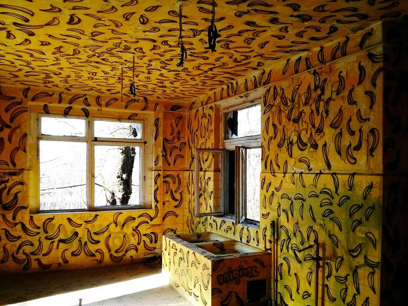I present to you: the Banana Room :D yes those are old Bananas hanging from the ceiling... Abandoned Places Urban Exploration Crazy Moments I Love Color Paint The Town Yellow