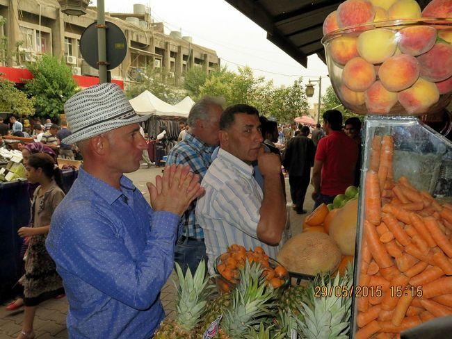Fruits Fresh Fruits Adamlar Man Mans Beklemek Düşünceli Sabırsız Heyecanlı