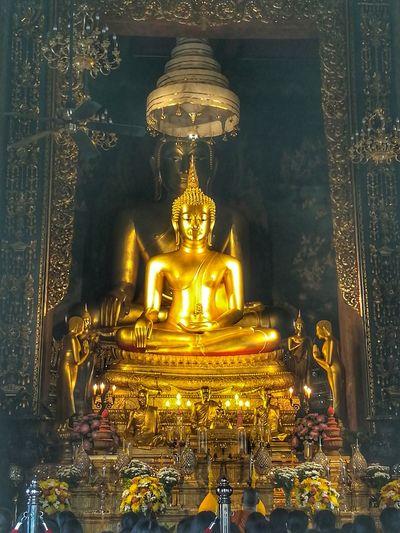 พระพุทธชินสีห์ Gold Religion Architecture Temple Architecture Temple Buddhism Buddha Wat Bovorniwet Bovorniwet Tempel Huaweiphotography EyeEm Thailand Huawei Collection EyeEm Gallery Bangkok, Thailand
