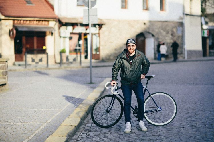 Hanging Out Check This Out Hello World That's Me Taking Photos Hi! Enjoying Life Relaxing Cheese! Photo Shoot Picoftheday Hello World Pictureoftheday Photography Enjoying Life Day Photo Of The Day Sunshine Mahoney Hanging Out Ungvar Gold Bicycle Fixed Fixed Gear