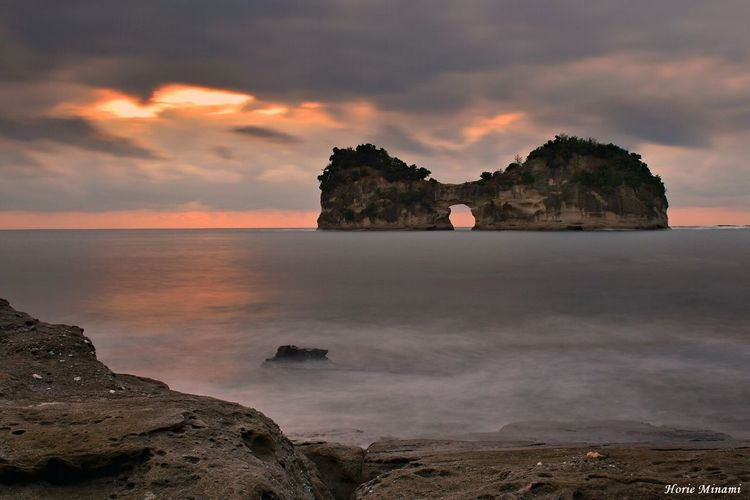 Sea Sky Sunset Cloud - Sky Horizon Over Water Landscape EyeEmNewHere EyeEm Team The Week On EyeEm EyeEm Best Shots Week On Eyeem Japan Long Exposure 和歌山 円月島