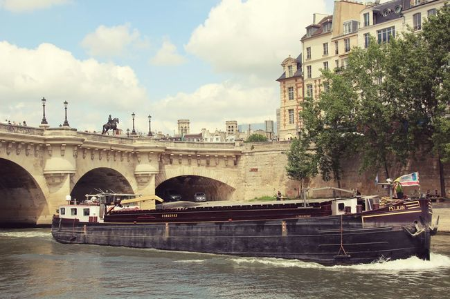 Seine Nostalgie Frankreich Europa Fluss Schiff Picoftheday Tadaa Community River View World Is Beautiful Sunny Day Streetphotography City Tree Politics And Government Bridge - Man Made Structure Sky Building Exterior Cloud - Sky Boat
