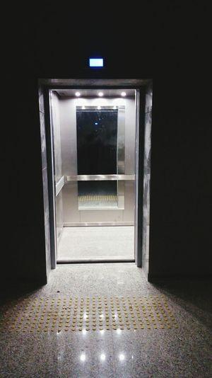 Bazen karanligi aydinlatan bir kapi acilir hayatiniza.... Doors Kapı Light Up Your Life Isik Check This Out Taking Photos Umuda Yolculuk