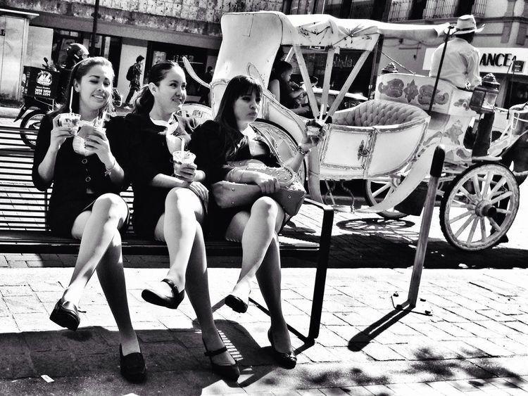 Say whisky! Shootermag NEM Street Streetphoto_bw NEM Black&white
