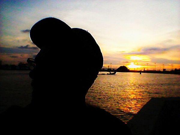 Nossos dias se renovam ao por do sol. Sunset Sky Sun Outdoors Nature Pordodosol PorDoSol🌅🍃💎 Cartagena, Colombia Cartagenadeindias Cartagena/Colombia Outdoor Pictures