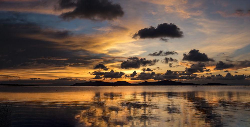 Nature Nature Photography Panorama Panorama Sunrise Panorama Sunset Sunlight Thailand Photos Backgrounds Beauty In Nature Lack Landscape Landscape_photography Mountain Ocean Panoramic Photography Sky Songkhal Thailand Sunrise Sunset