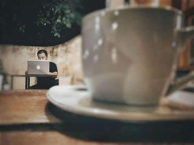 Have a cup of coffee as you extend your friendship and met strangers Igdumai Seputardumai Dumai Viennacoffee Warkop Coffee Htcone HTC HTCOneM7 VSCO Vscogood Exploringalone Story Cupofcoffee Latte Afternoon Gadgetgrapher Gadgetgrapher_riau Grainy Brown Appleandcoffee Cafe Fotokopisepdumvienna