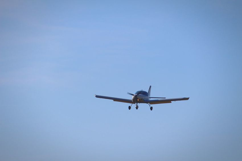 Flying Airplane Atterrissage Clear Sky Avion