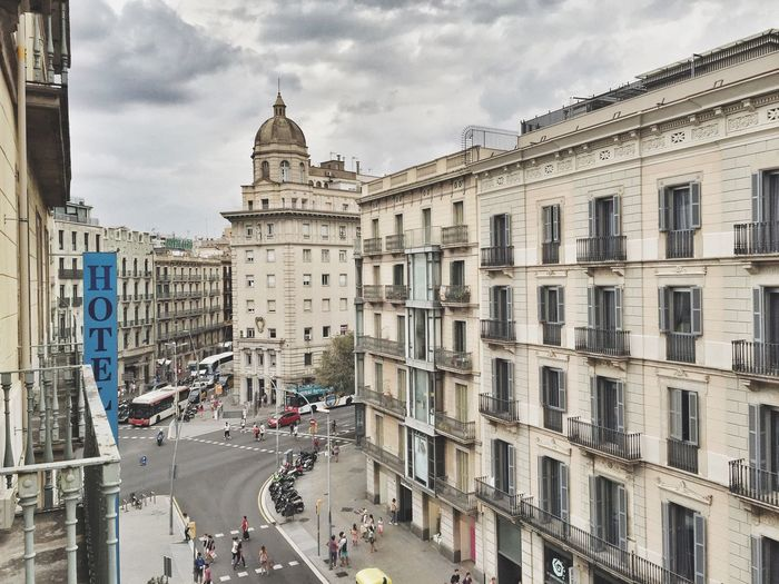 Quick shot from the balcony.. I'm in love🇪🇸😍 SPAIN Europe Buildings Architecture Enjoying The View Landscape Streetphotography Streetphoto Check This Out Taking Photos Seeing The Sights