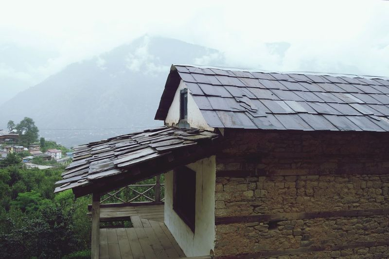 typical Himalayan house architecture... Roof Made By Stone Due To Heavy Snow On Winters Res House Made Via Wood And Soil.. The Architect - 2018 EyeEm Awards Roof Mountain Sky Architecture Building Exterior Built Structure