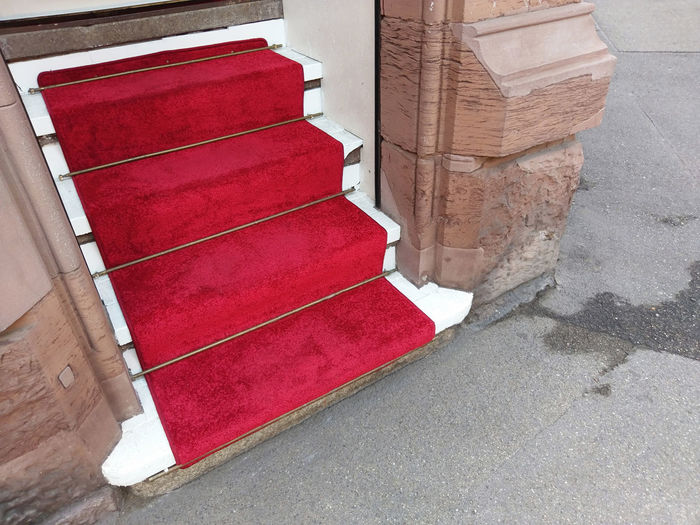 red carpet on steps //details, often overlooked Be A Star Entrance Honored Steps Architecture Built Structure Carpet City Flooring High Angle View No People Red Sidewalk Staircase Star Steps And Staircases Street Streetphotography The Customer Is King Wall - Building Feature Welcome