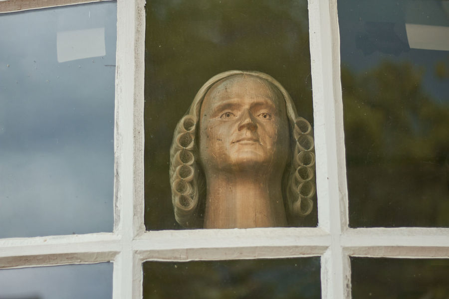 Art And Craft Colonial Human Representation Revolutionary Sculpture Wig Window Wooden Head