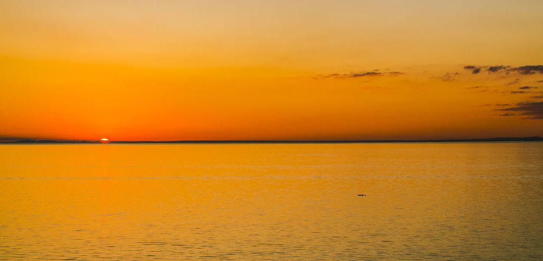 Lone Kayaker facing the sunset in Frankston (Melbourne), Australia. Bay Bay Area Life Kayak Kayaking Landscape Landscape_photography Ocean Ocean View Sunset Sunsets Urban Landscape