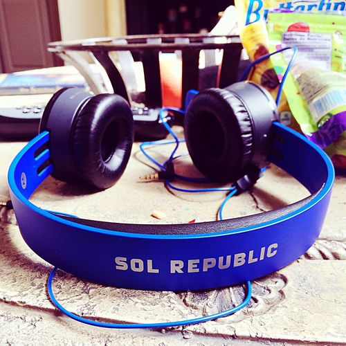 Blue tracks air :) ?? Sol Republic Tracks Air Headphones